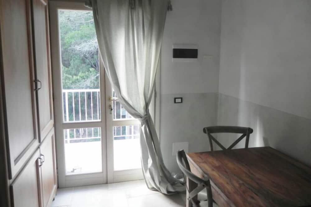Tek Büyük Yataklı Oda (first floor) - Odada Yemek Servisi