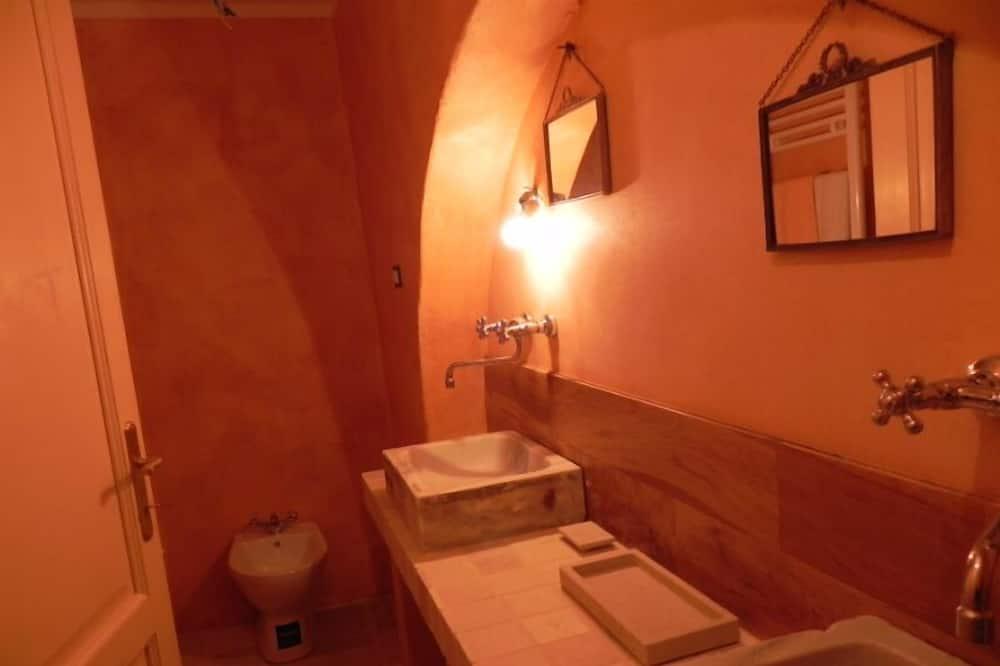 Romantic Tek Büyük veya İki Ayrı Yataklı Oda, Park Manzaralı, Zemin Kat - Banyo