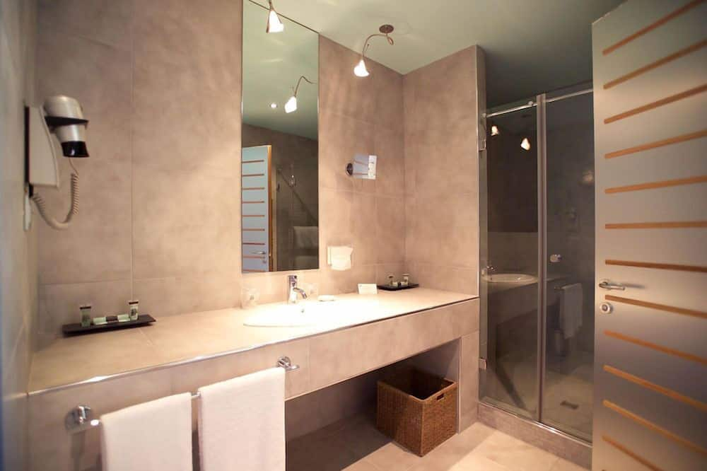 Standard Double or Twin Room, Connecting Rooms - Bathroom