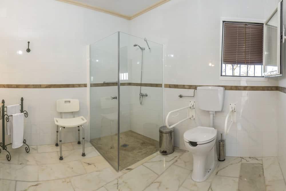 Dvoulůžkový pokoj, bezbariérový přístup - Koupelna