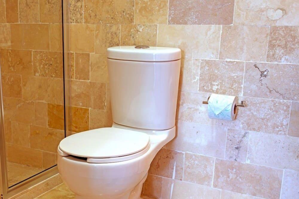 Basic Double Room, Ensuite - Bathroom