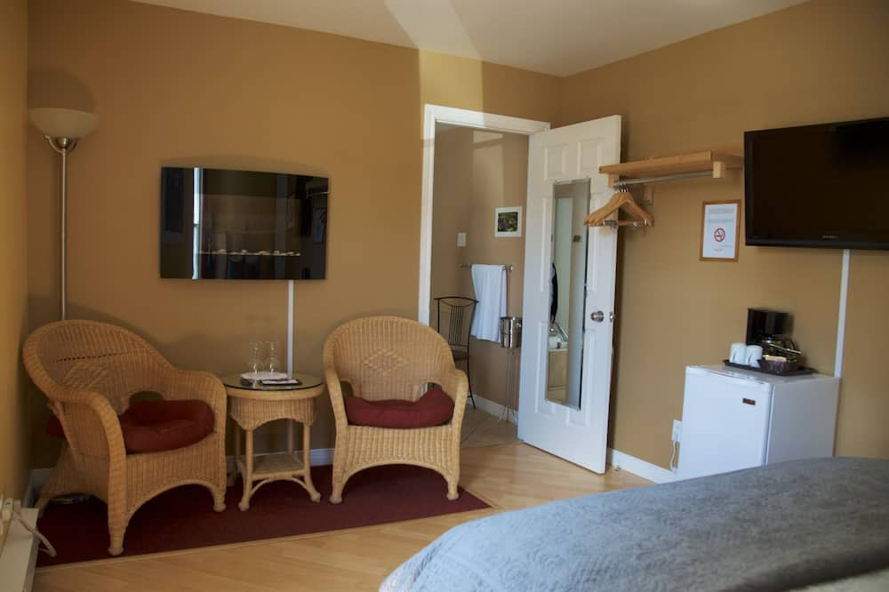 Pokoj typu Superior, dvojlůžko (180 cm), vířivka, výhled do zahrady (no pets) - Obývací prostor