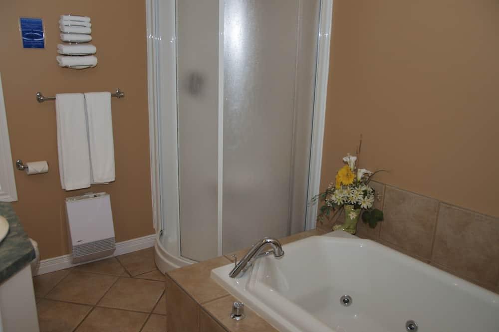 Pokoj typu Superior, dvojlůžko (180 cm), vířivka, výhled do zahrady (no pets) - Koupelna