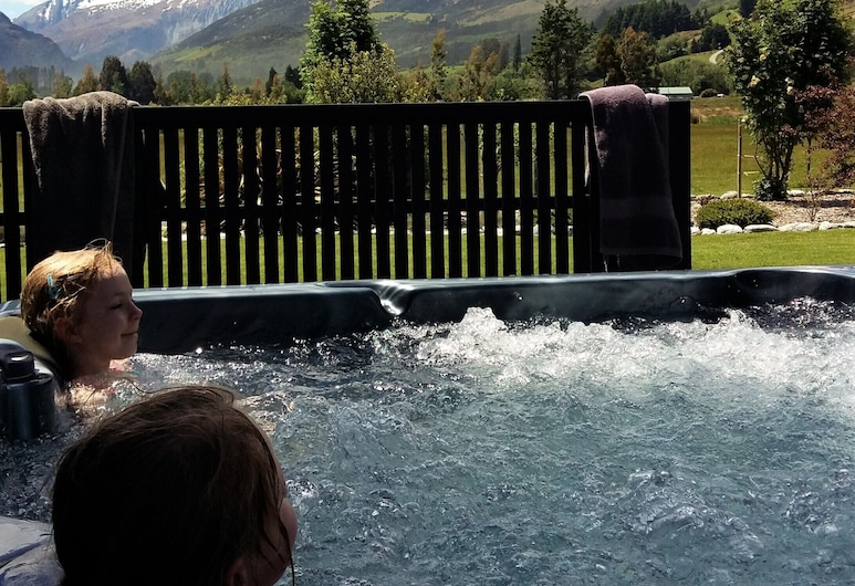 Glenorchy Peaks B&B, Glenorchy, Outdoor Spa Tub
