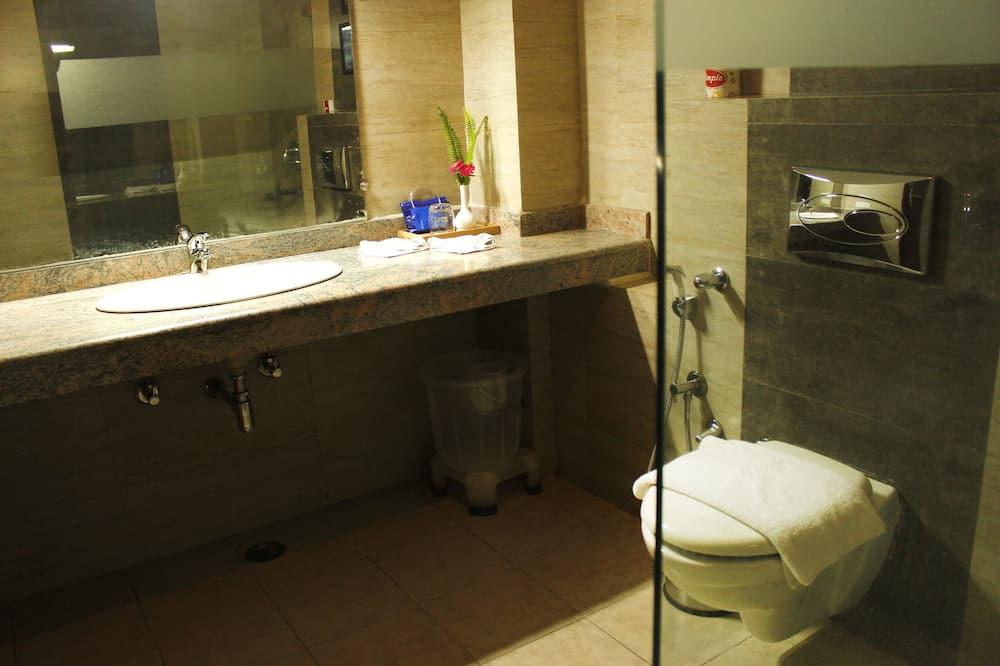 Standard - kahden hengen huone, 1 parisänky, Oma kylpyhuone - Kylpyhuone