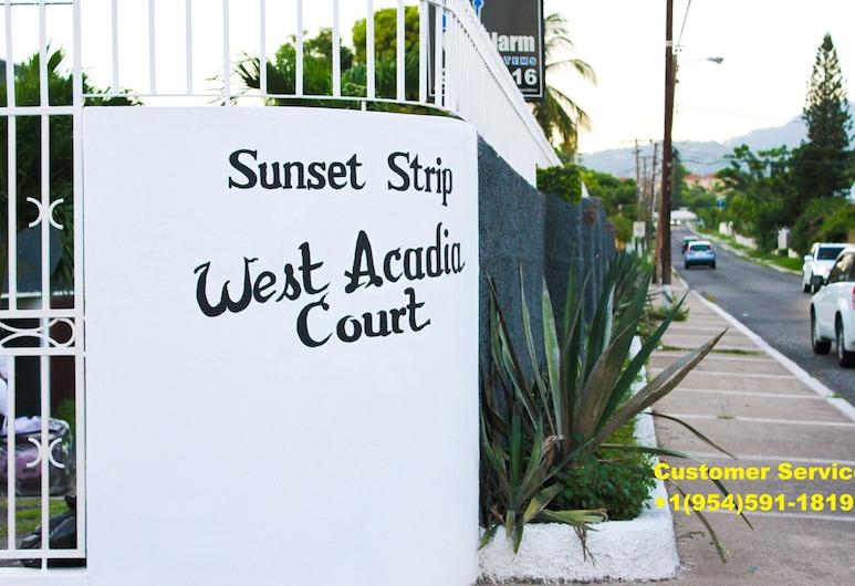 Sunset Strip Acadia Guest Apartment, Kingston