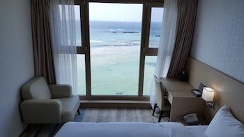 Jeju bölgesindeki Golden Tulip Jeju Hamdeok Hotel resmi