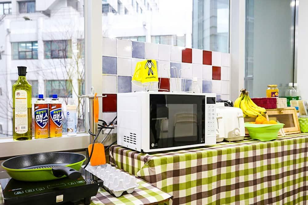 Habitación doble Premium, 1 cama doble, vista a la ciudad - Cocina compartida