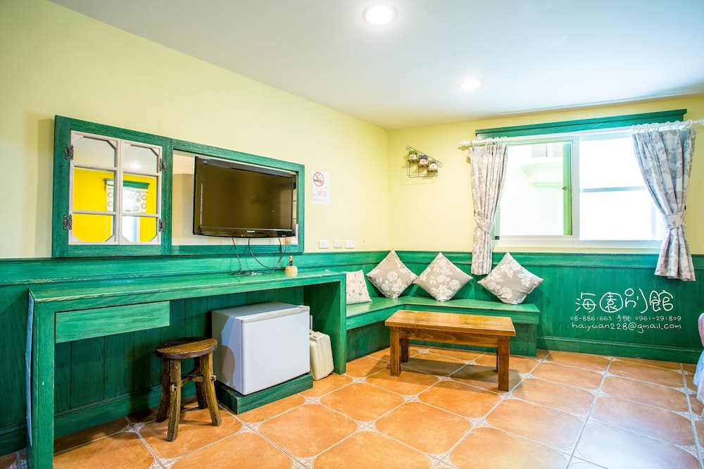 Quadruple Room, Tower - Living Area