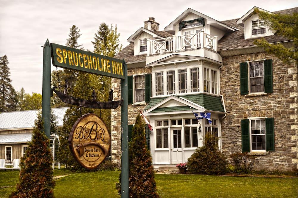 Spruceholme Inn