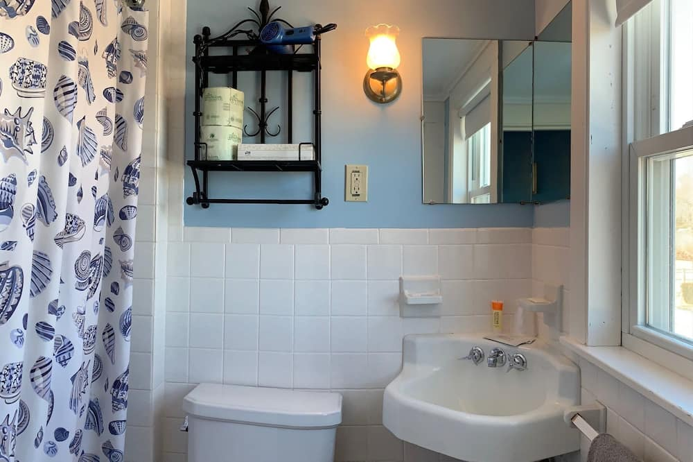 Signature Double Room, Ensuite, Sea View (The Blue Room) - Bathroom
