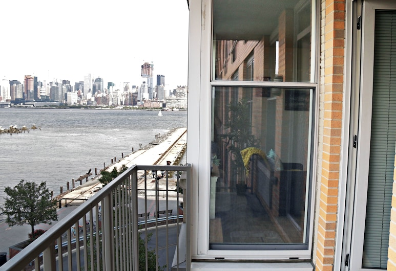 Travel City at Hoboken Waterfront, Hoboken, Luxury Apartment, 2 Bedrooms, River View, Oceanfront, Balcony