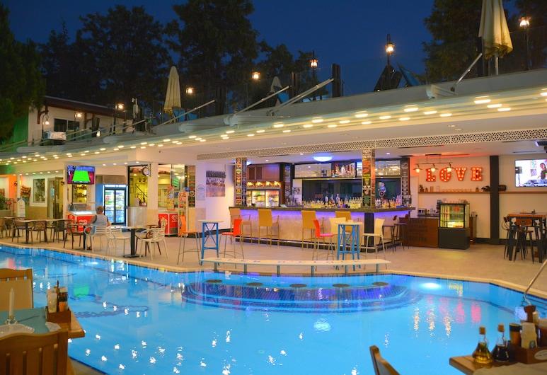 Hotel İstanköy, Bodrum, Bar junto a la piscina