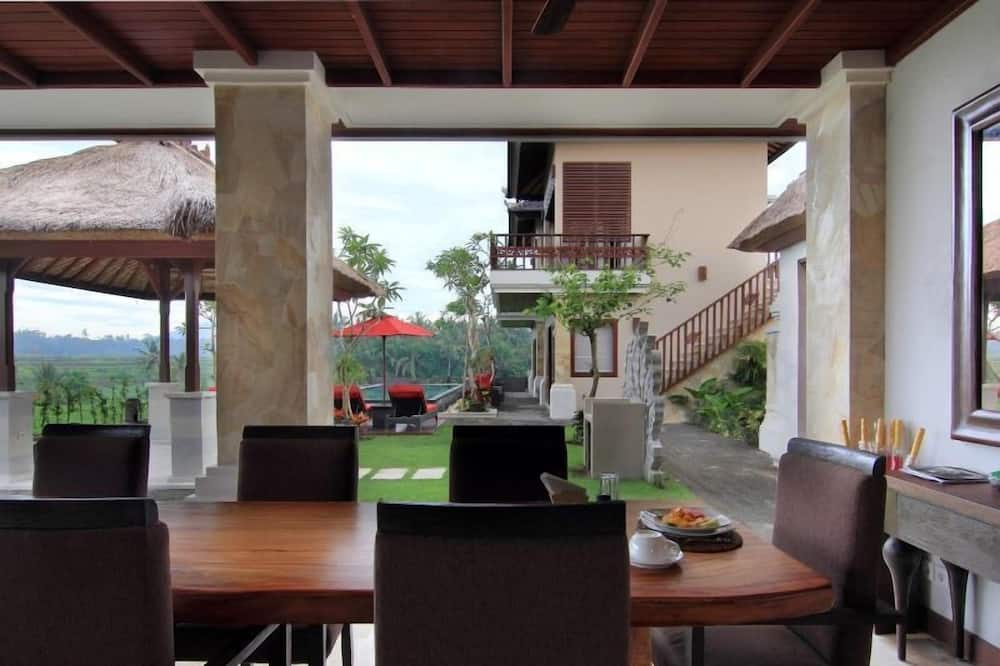 4 Bedroom Villa with Private Pool - In-Room Dining