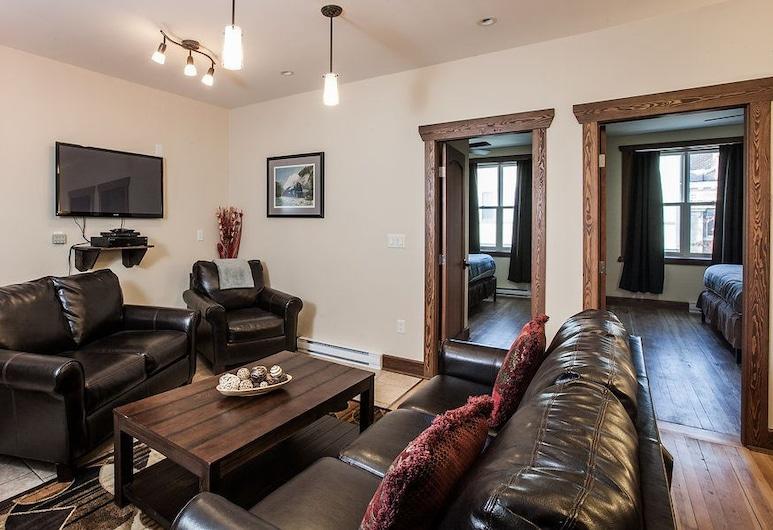 The Grizzly Den by Revelstoke Vacations, Revelstoke, Apartament standardowy, 4 sypialnie, kuchnia, widok na góry, Salon