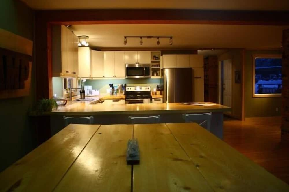 House, 5 Bedrooms, Kitchen, Mountain View - In-Room Dining
