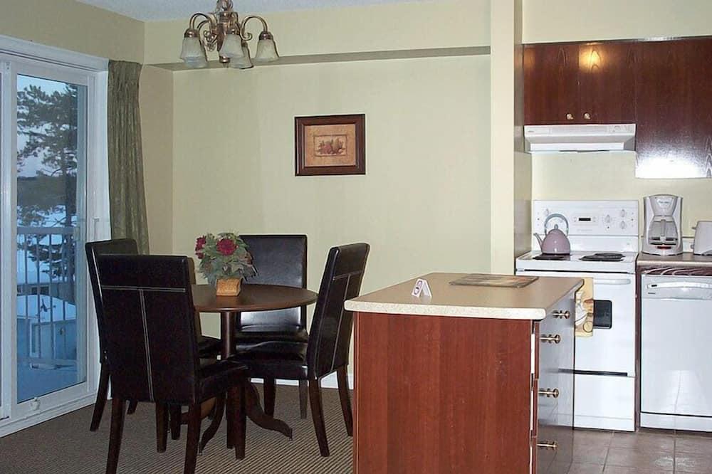 Suite, 1 queensize-seng med sovesofa - Oppholdsområde