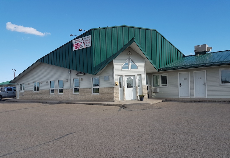 Perfect Inns & Suites, Weyburn, Hotel Front