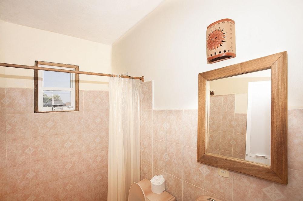 Standard Tek Büyük Yataklı Oda, 1 En Büyük (King) Boy Yatak, Bahçeli - Banyo