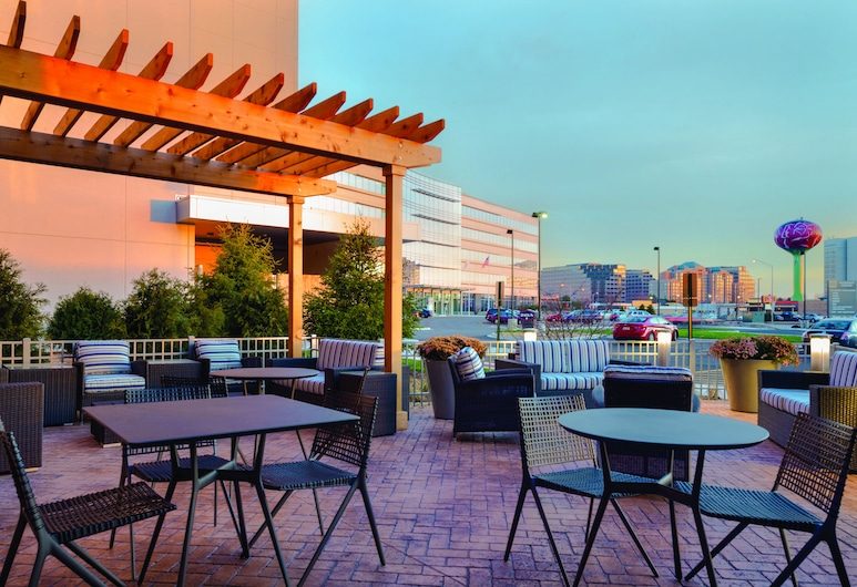 Hampton Inn & Suites Rosemont Chicago O'Hare, Rosemont, Terrace/Patio