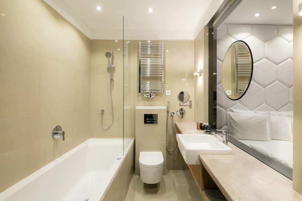 Дизайнерський двомісний номер (with Whirlpool) - Ванна кімната