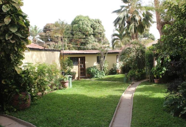 Roc Heights Lodge, Bakau, Garden