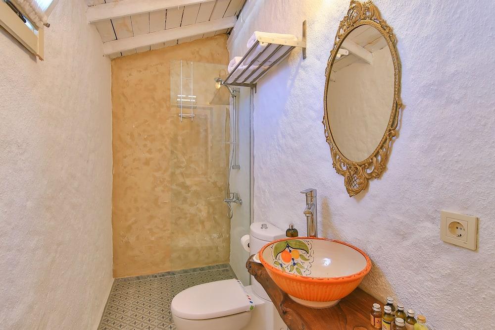 Deluxe Suite, 1 Queen Bed, Jetted Tub - Bathroom