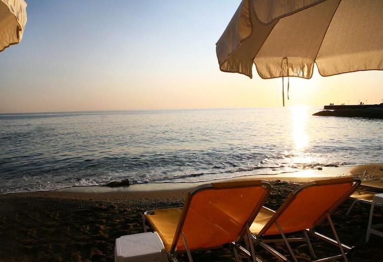 إيفلين بيتش هوتل, Hersonissos, الشاطئ