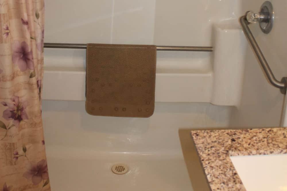 Standard Δίκλινο Δωμάτιο (Double), 2 Queen Κρεβάτια, Πρόσβαση για Άτομα με Αναπηρία - Ντουζιέρα μπάνιου