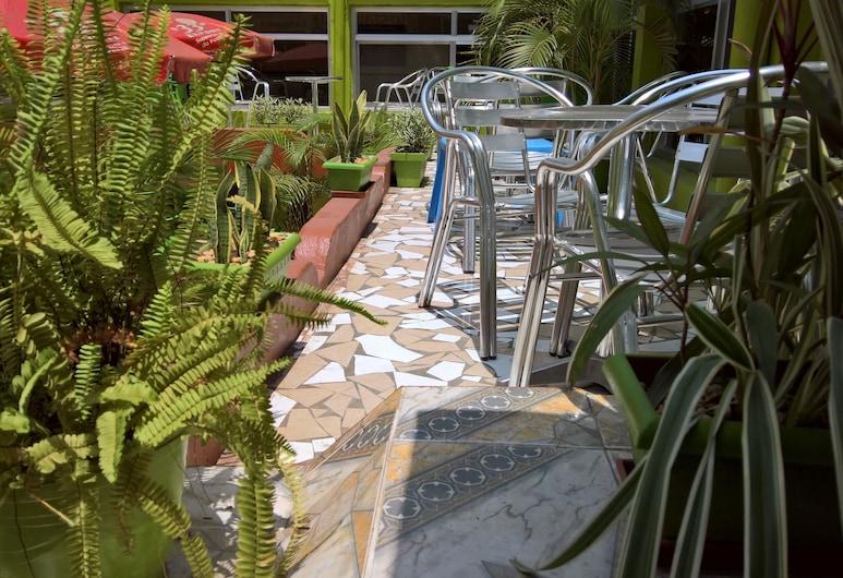 Hotel Pour Vous, Kinshasa, Garden