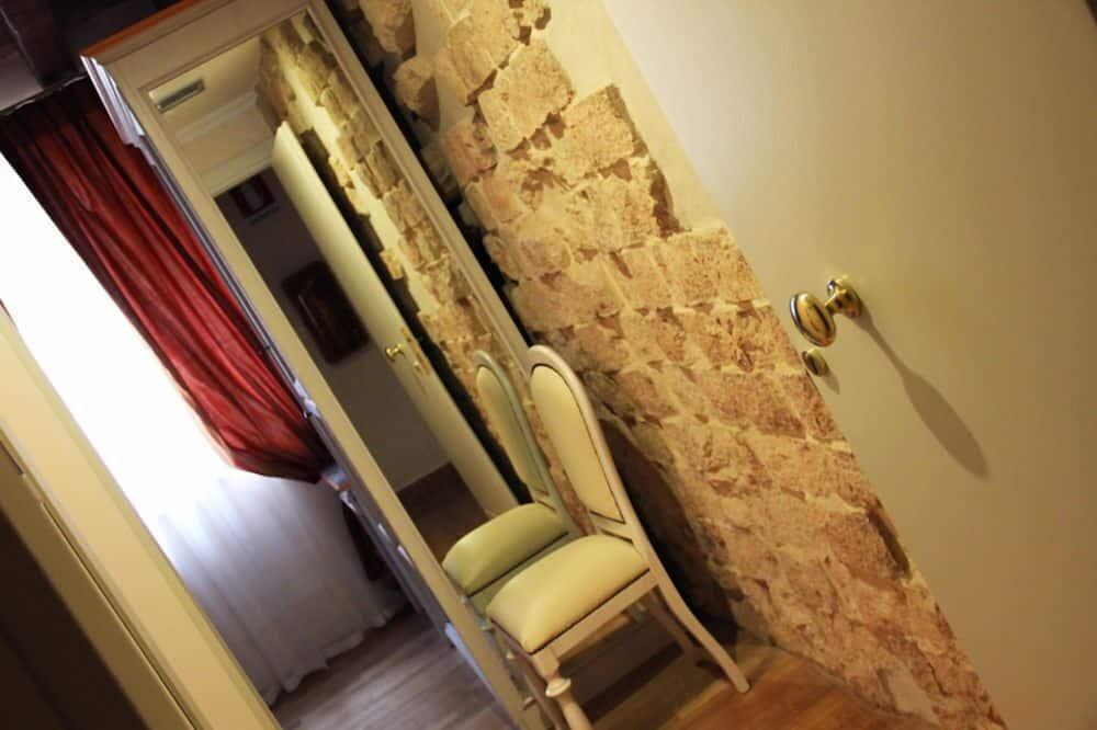 ห้องดับเบิล (Small) - วิวคอร์ทยาร์ด