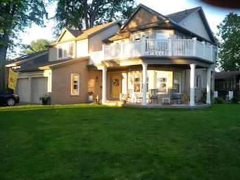 Picture of Tigh-Na-Mara Bed and Breakfast in St. Catharines
