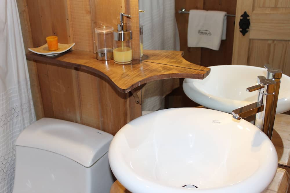 Basic-Doppelzimmer, 1 Doppelbett - Badezimmer