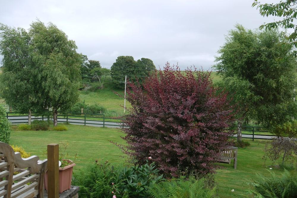 Dvoulůžkový pokoj, dvojlůžko, nekuřácký, výhled do zahrady - Výhled do zahrady