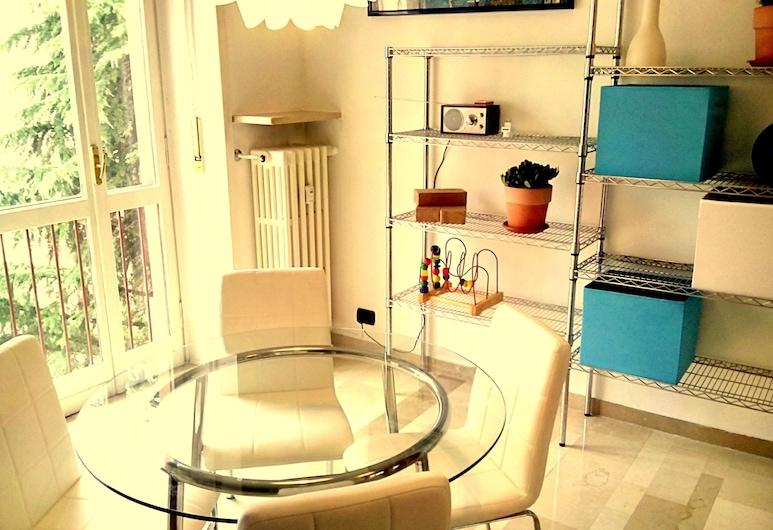 บลูอพาร์ทเมนท์ โนวารา, โนวารา, ลักซ์ชัวรี่เพนท์เฮาส์, 3 ห้องนอน, ห้องครัว, วิวภูเขา, ห้องนั่งเล่น