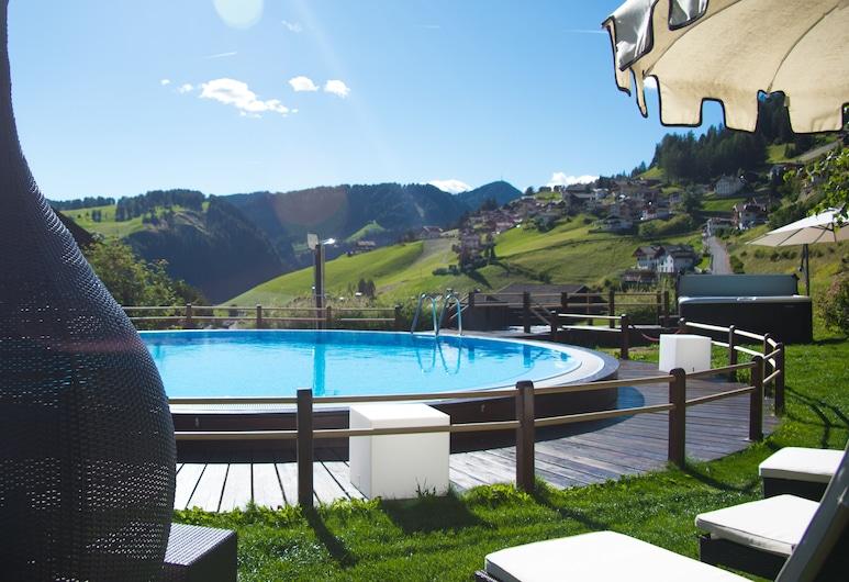 Romantic & Family Hotel Gardenia, Selva di Val Gardena, Piscina al aire libre