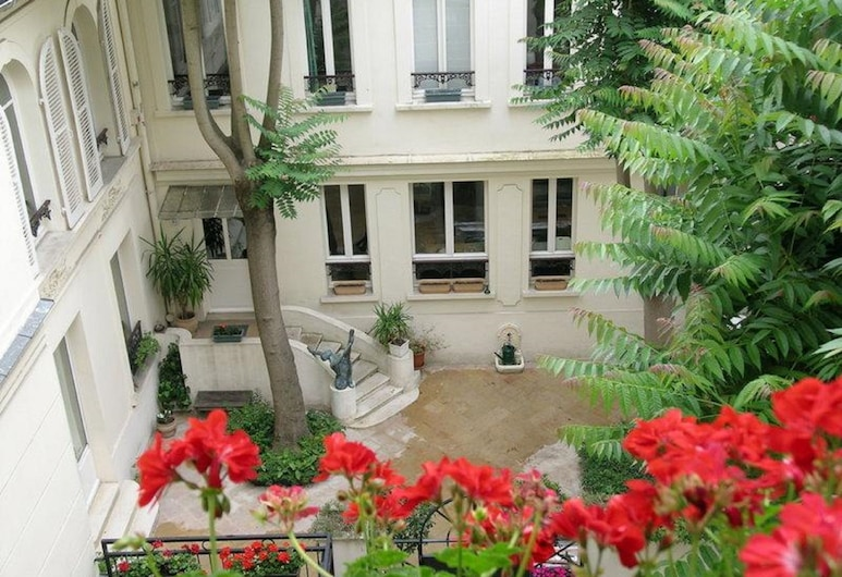 Hôtel des Bains, Paris, Courtyard
