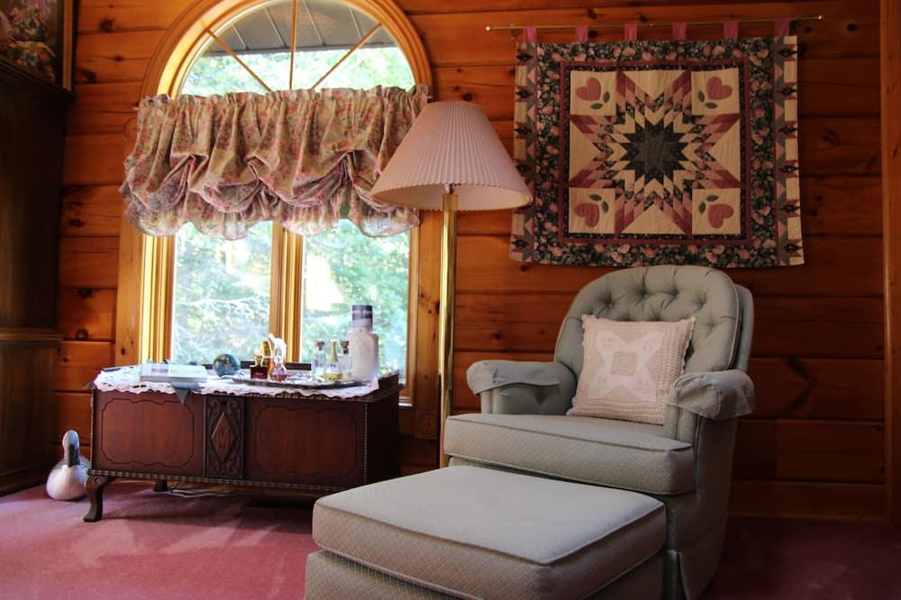 Pagerinto tipo kambarys, 1 didelė dvigulė lova, sūkurinė vonia (Spa Suite) - Svetainės zona