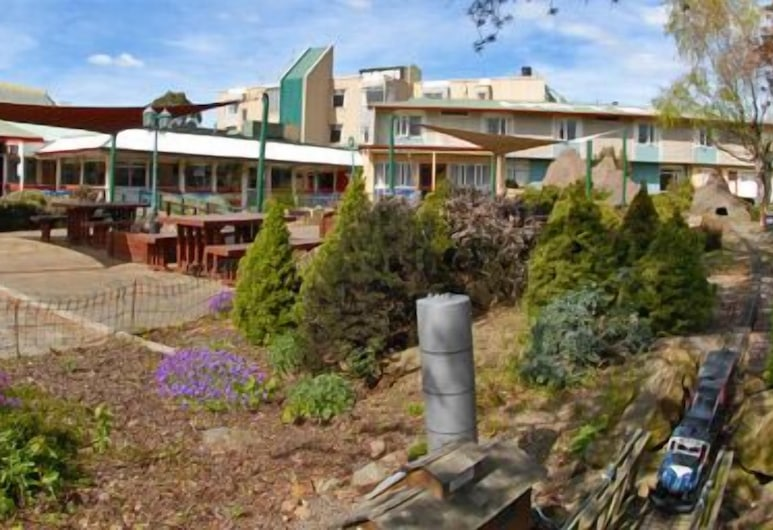 Equestrian Hotel, Christchurch