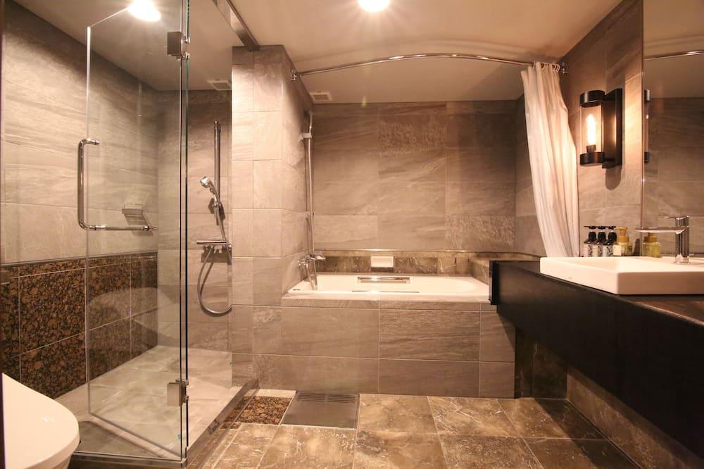 Deluxe Triple Room+Sofa Bed (Modular Bathroom, Toilet Partition, Shower Cabin) - Bathroom