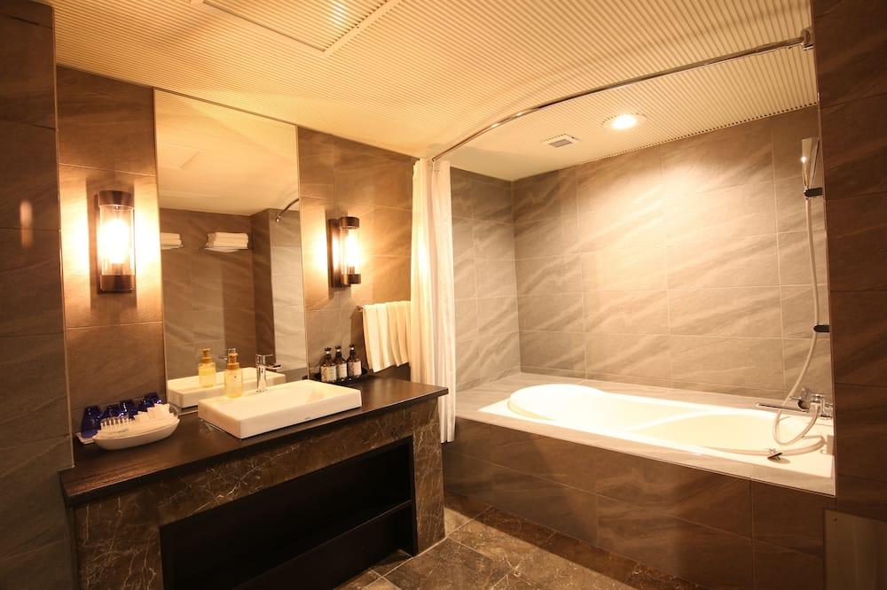 Grand Family Room/ 4 Beds (Modular Bathroom, Toilet Partition, Shower Cabin) - Bathroom
