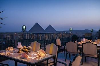 Giza bölgesindeki Pyramids Plaza Hotel resmi