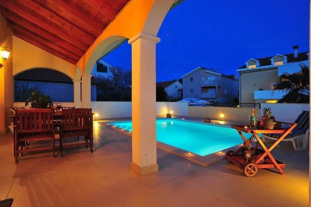 Luxury Apart Daire, 2 Yatak Odası, Kişiye Özel Havuzlu, Havuz Manzaralı - Balkon Manzarası