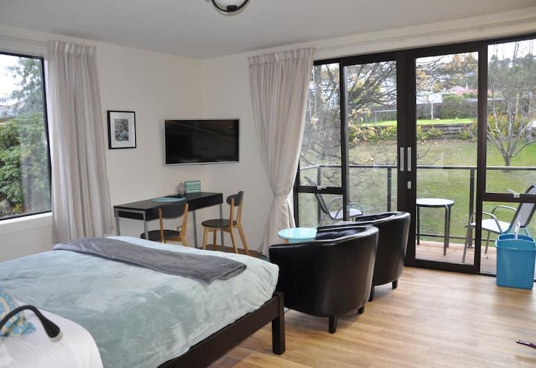 Shetland Court Apartments, Dunedin, Deluxe Studio Suite, 1 Queen Bed, Kitchen, Garden View, Room