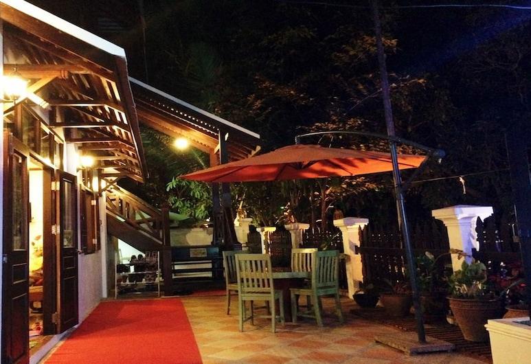 Thatsaphone Hotel, Luang Prabang, Terrasse/veranda