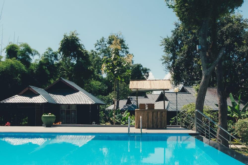 Deluxe Bungalov, 1 Çift Kişilik veya veya 2 Tek Kişilik Yatak, Bahçe Manzaralı, Bahçeli - Açık Yüzme Havuzu