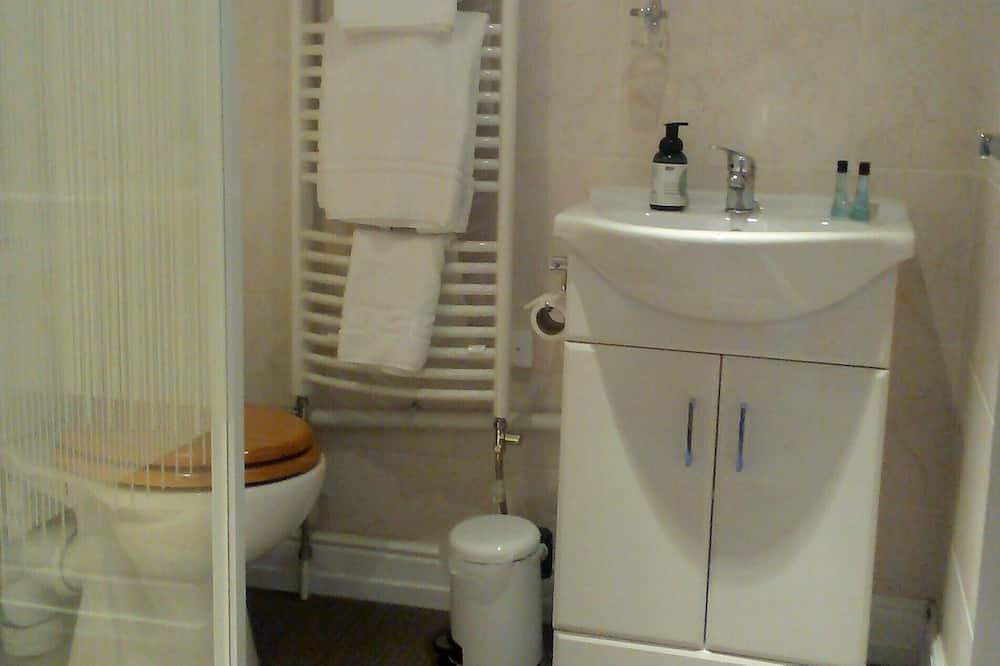 Classic-værelse med dobbeltseng eller 2 enkeltsenge - eget badeværelse (Bucaneer) - Badeværelse