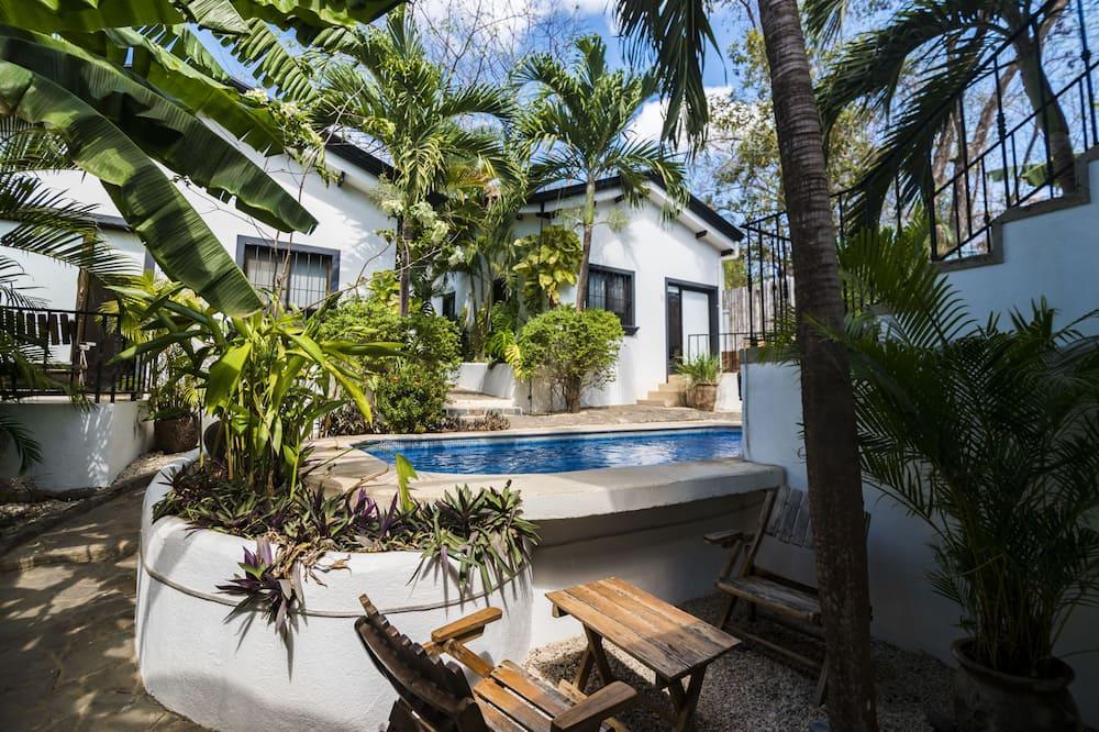Comfort Apartment, 1 Bedroom, Pool View, Poolside - Teres/Laman Dalam