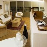 Junior Suite, 1 Bedroom, Kitchen, Courtyard Area - Living Room