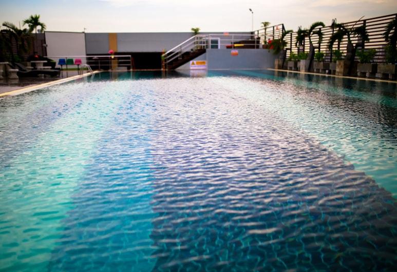 Witchuwan Sport & Spa Apartel, Bangkok, Zwembad op dak